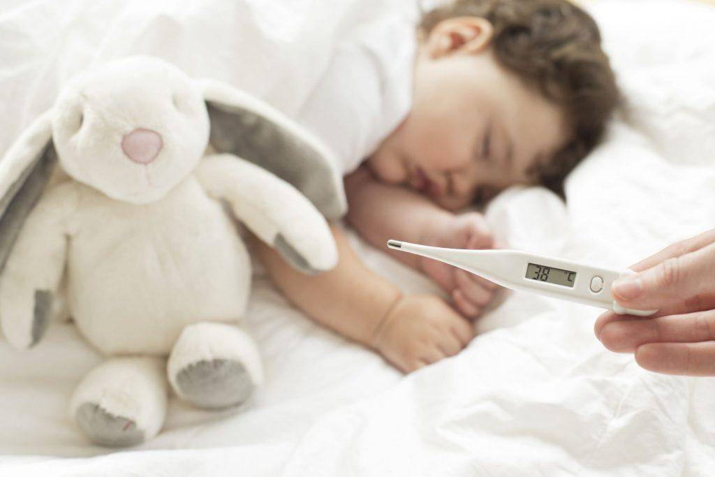 sintoma de meningitis en niños