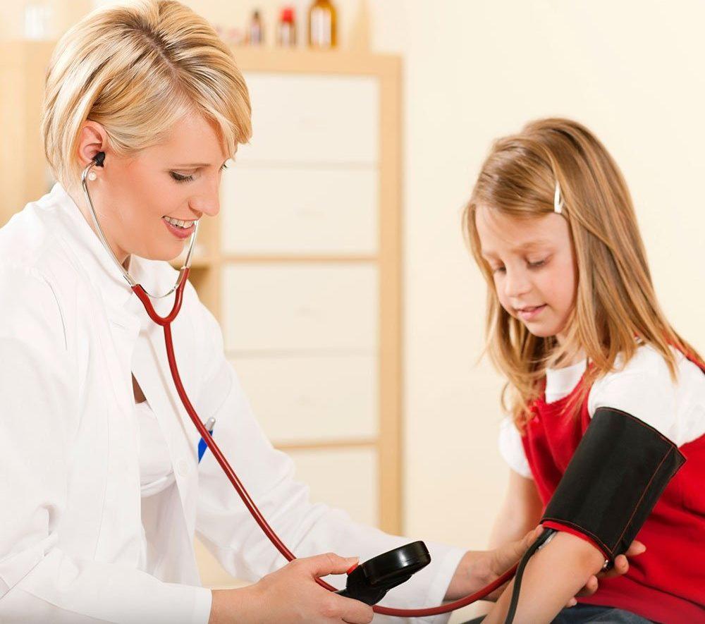 cuáles son los síntomas de hipertiroidismo infantil