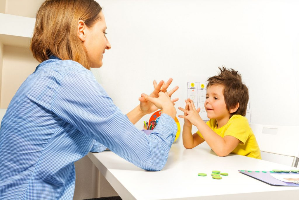 autismo sintomas en niños de 4 años