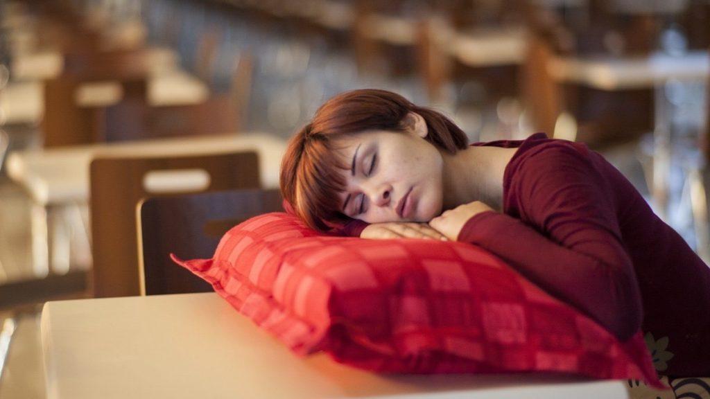 sintomas de apnea obstructiva del sueño en adultos